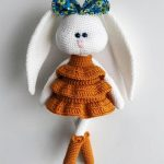 Crochet Frida Fashionista Bunny. White rabbit with huge ears wearing a brown tiered dress and brown boots || thecrochetspace.com