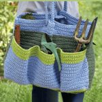 Crochet Garden Bag. Large garden bag crafted in blue and green. 3 large pockets either side || thecrochetspace.com