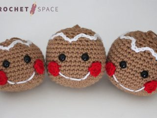 Crochet Gingerbread Head Ornament || thecrochetspace.com