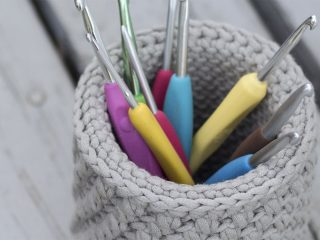 Crochet Hook Desk Basket || thecrochetspace.com