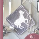 Crochet Horse Hot Pad. Hanging hot pad || thecrochetspace.com