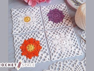 Crochet Lace Flower Square || thecrochetspace.com