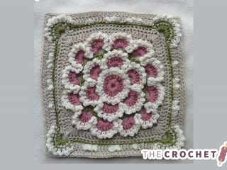 Crochet Meadow Queen Square || thecrochetspace.com