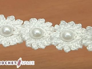 Crochet Mini Flower String With Pearls || thecrochetspace.com