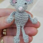 Sleepy Socks Crochet Mouse. Tiny grey mouse with pink nose || thecrochetspace.com