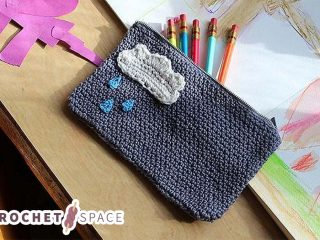 Crochet Pencil Case || thecrochetspace.com