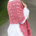Crochet Pineapple Lace Shawl. Lace shawl crafted in dusky pink || thecrochetspace.com
