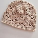 Crochet-Retro-Lace-Beanie. Lacy beanie crafted in beige || thecrochetspace.com