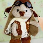 Crochet Roger Racy Rabbit. Aviator bunny with image facing front    thecrochetspace.com
