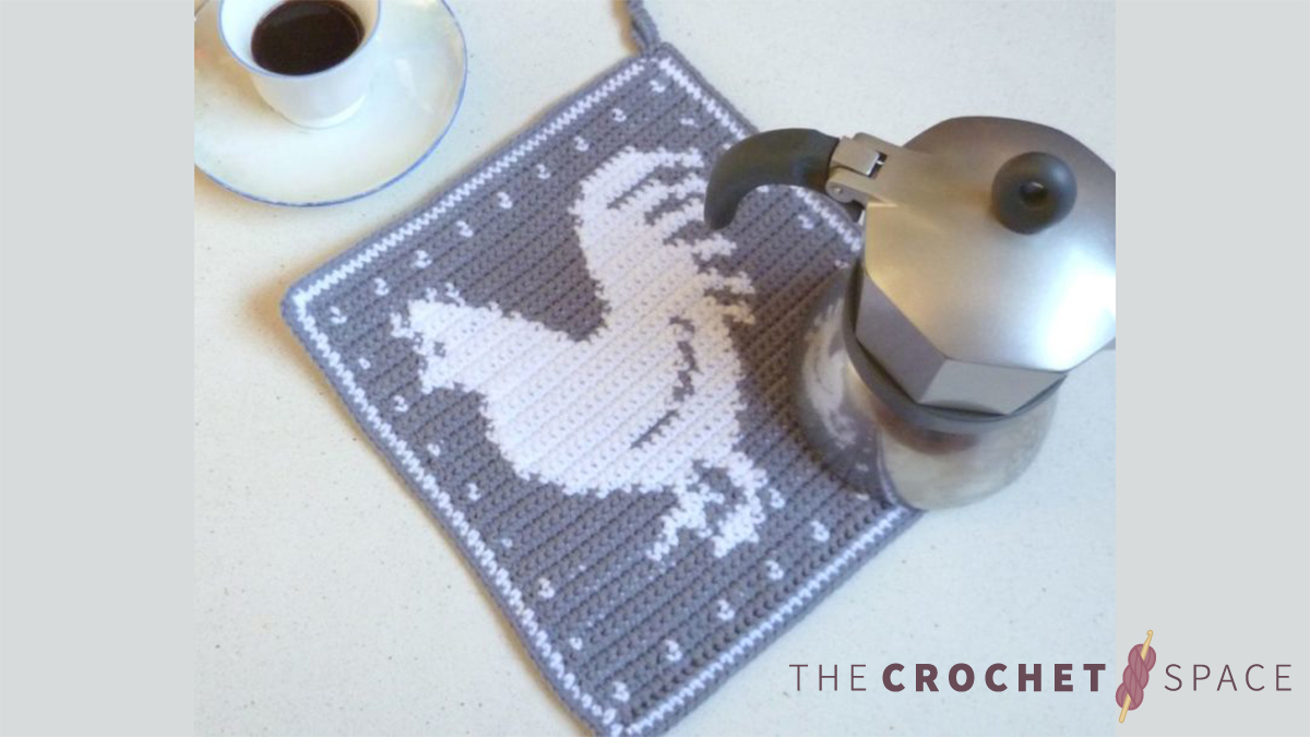Crochet Rooster Hot Pad || thecrochetspace.com