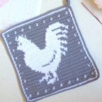 Crochet Rooster Hot Pad. Crafted in grey and white with Rooster in middle. Loop for hanging || thecrochetspace.com