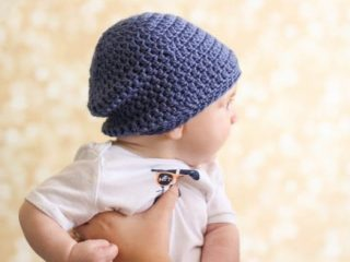 Crochet Slouchy Baby Beanie || thecrochetspace.com