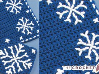 Crochet Snowflake Table Set || thecrochetspace.com
