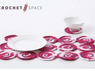Crochet Spiral Placemat And Coaster Set || thecrochetspace.com