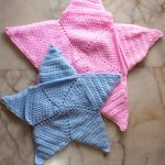 Crochet Star Baby Wrap. Image of two star shaped cozy wraps for a baby. One in pink and one in blue    thcrochetspace.com