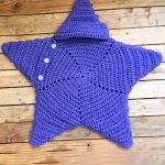 Crochet Star Baby Wrap. crochet star shaped wrap for baby in purple    thecrochetspace.com