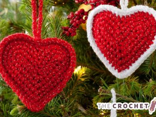 Crocheted Christmas Love Hearts || thecrochetspace.com