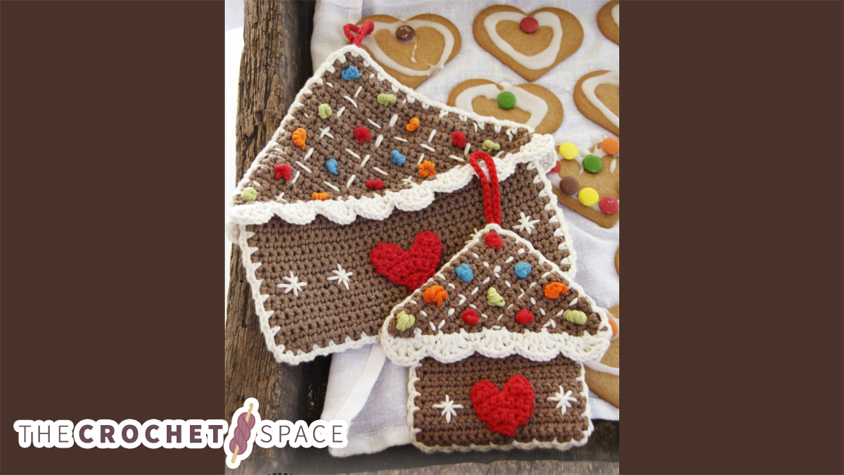 Crocheted Gingerbread Pot Holders || thecrochetspace.com