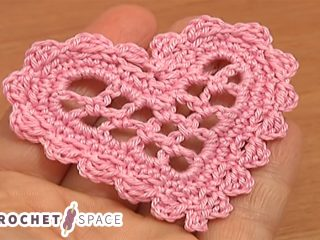 Crocheted Mesh Heart || thecrochetspace.com