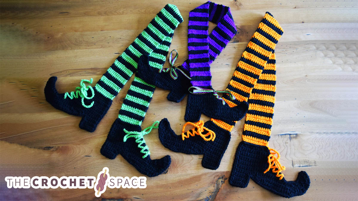 Crocheted Witches Legs Scarf || thecrochetspace.com