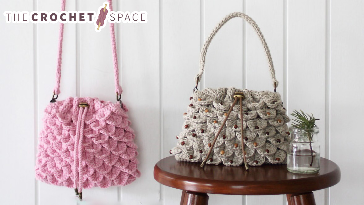 Crocodile Drawstring Crochet Bag || thecrochetspace.com
