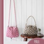 Crocoldile Drawstring Crochet Bag.2x bags. 1x pink with shoulder strap. 1x beige with short handle || thecrochetspace.com