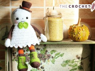 Cute Crocheted Halloween Ghost || thecrochetspace.com