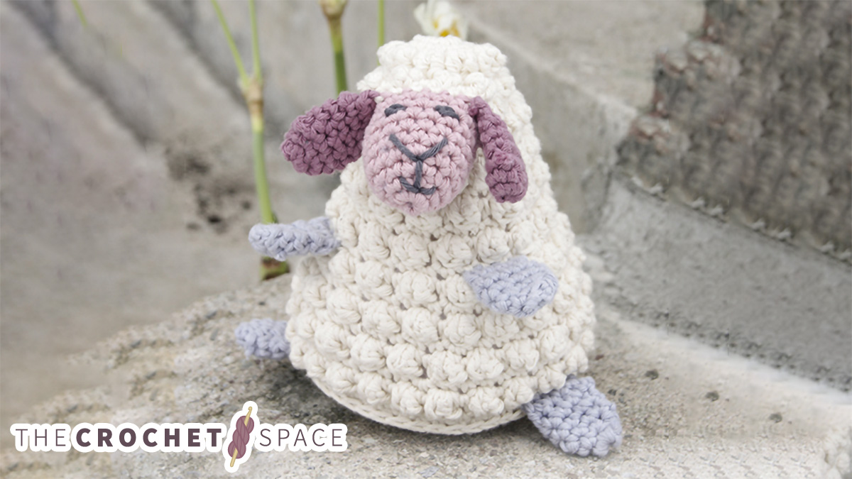Delightful Crocheted Easter Lamb || thecrochetspace.com
