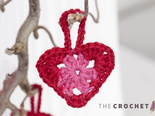 Delightful Crocheted Hanging Hearts || thecrochetspace.com