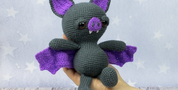 spooky halloween bat | the crochet space