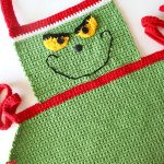 Easy Adult Christmas Apron. Upclose image of Grinch face || thecrochetspace.com