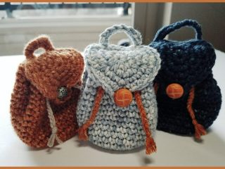 Easy Carry Crochet Backpack || thecrochetspace.com