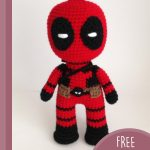Easy Crochet Deadpool Hero. Front view || thecrochetspace.com