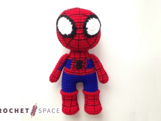 Easy Spider-Man Crochet || thecrochetspace.com Hero