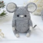 Easy Crochet Wee Mouse. Crafted in a dark grey || thecrochetspace.com