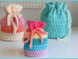 Easy Drawstring Crochet bag || thecrochetspace.com
