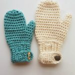 Easy Freedom Crochet Mittens. Two mittens in different sizes. One in cream and one in turquoise. Both with cuffs and a button or toggle || thecrochetspace.com