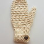 Easy Freedom Crochet Mittens. Single Cream mitten with cuff and button || thecrochetspace.com