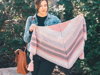 Easy Peasy Crochet Shawl || thecrochetspace.com