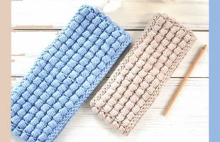 Easy Puff Crochet Headband || thecrochetspace.com