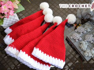 Easy Santa Crocheted Hat || thecrochetspace.com