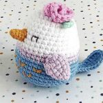 Easy Spring Crochet Bird. Crafted in white, blue and lilac with a pink rose on it's head || thecrochetspace.com