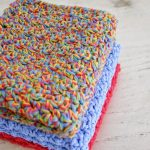 Easy Textured Crochet Dishcloth. Stack of x3 in different colors || thecrochetspace.com