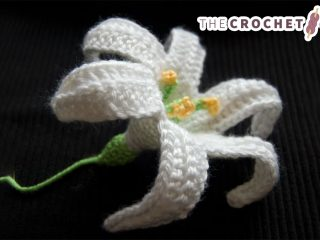 Enchanting Crocheted Easter Lily || thecrochetspace.com