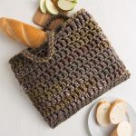 Fall Crochet Square Bag. Chunky crochet in dark color || thecrochetspace.com