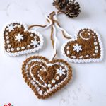 Festive Crochet Ginger Hearts. Three join hearts by their hanging string || thecrochetspace.com