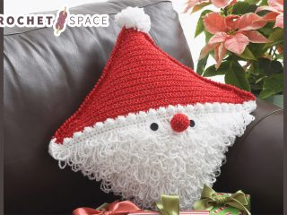 Festive Santa Crocheted Pillow || thecrochetspace.com