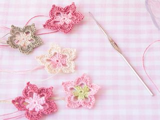 Five Petals Crochet Flower || thecrochetspace.com