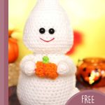 Ghost Busting Halloween Amigurumi. White whispy ghose holding a tiny pumpkin || thecrochetspace.com