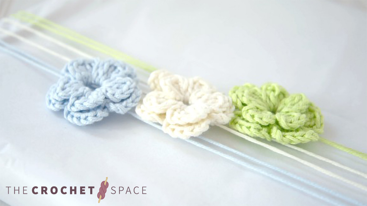 Gift Wrap Crochet Blooms || thecrochetspace.com